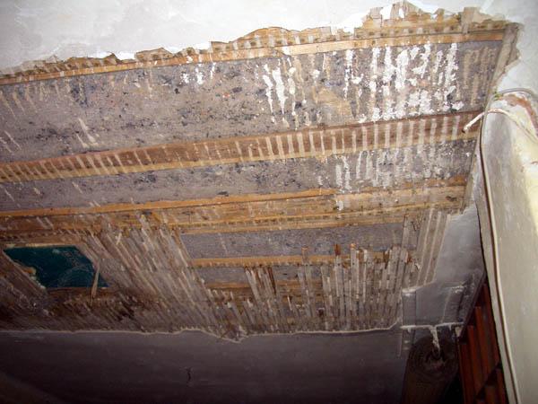 Wasserschaden in der Decke vom Gemeinschaftsraum