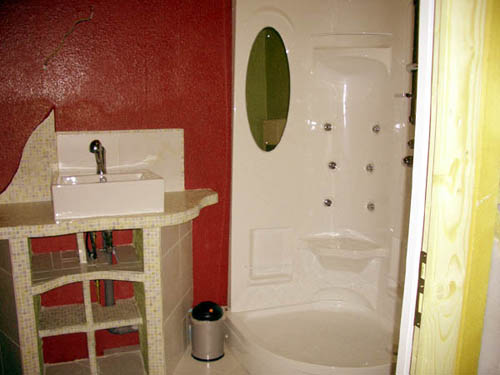 Im Zwischenboden entsteht ein neues Bad und sieht am Ende so aus